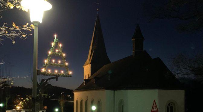 Neue Weihnachts-Beleuchtung erstrahlt in Rhode und Hohl 🎄
